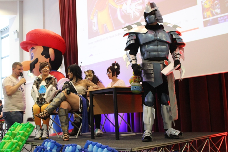 cosplay blind date